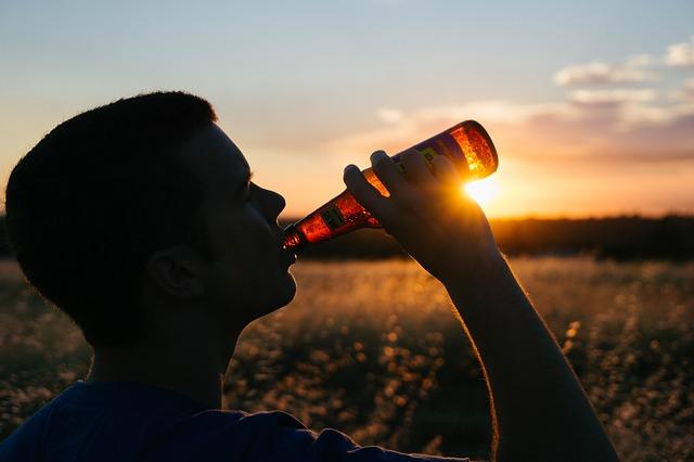 drinking-925288_640