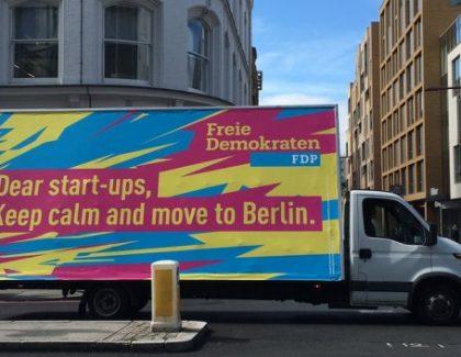 Po Londonu kroži kombi, ki poziva start upe k selitvi v Berlin