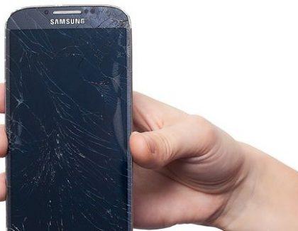 Novi incident sa Samsungom: Dim i varnice u avionu!