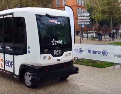 U Parizu počeo da vozi autobus bez vozača!