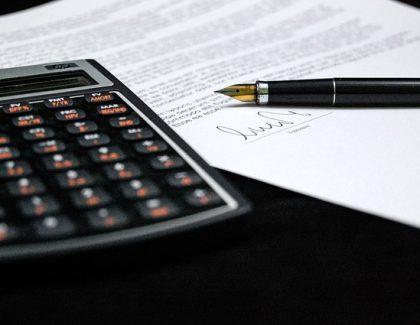 Privrednici u Srbiji plaćaju 371 neporesku naknadu!
