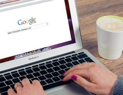 Dojadilo vam je da prijatelje savetujete da nešto pronađu na Guglu? Ovaj sajt će vam pomoći da ih nasamarite!