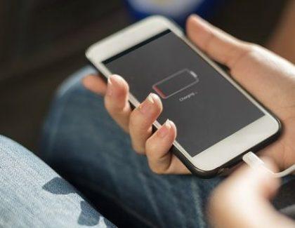 Kako da napunite bateriju telefona ako nemate struje? Pa, lako!