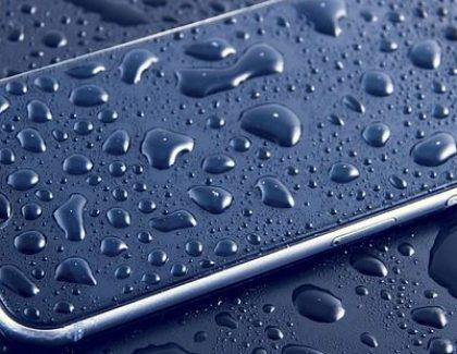 Ovo nikako ne smete da radite ako vam telefon upadne u vodu