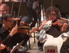 Robot dirigovao filharmonijskom orkestru na Bočelijevom koncertu