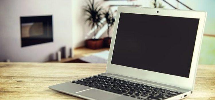 Da li bi trebalo da prekrijete kameru na laptopu?