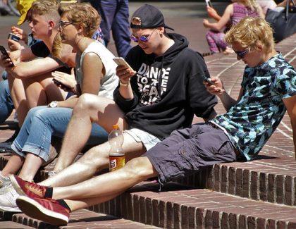 Trećina korisnika interneta su deca i mlađi od 18 godina